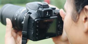 kvinde-med-kamera